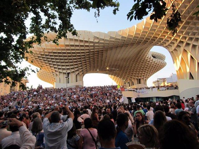 La Plaza De La Encarnación Ha Vuelto A Acoger Una Asamblea Masiva.