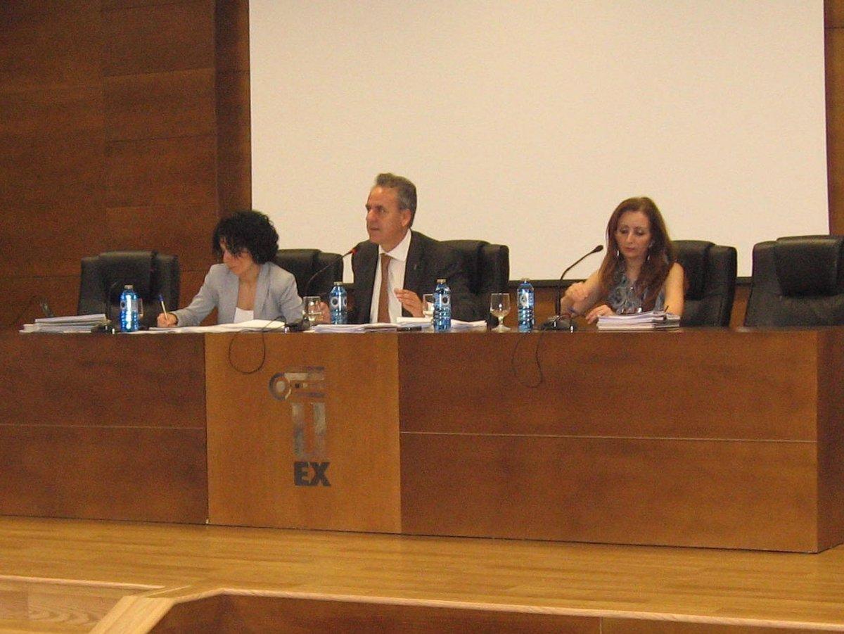 Calendario Uex.La Uex Aprueba El Calendario Academico Para El Curso 2011 2012 Y Varios Convenios Con Instituciones