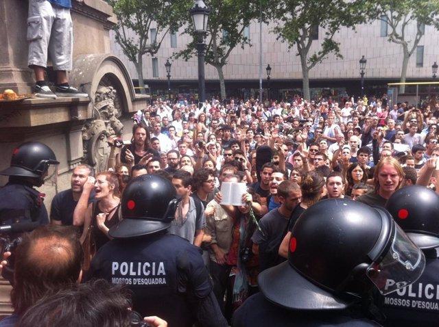 Acampaña En Plaza Catalunya