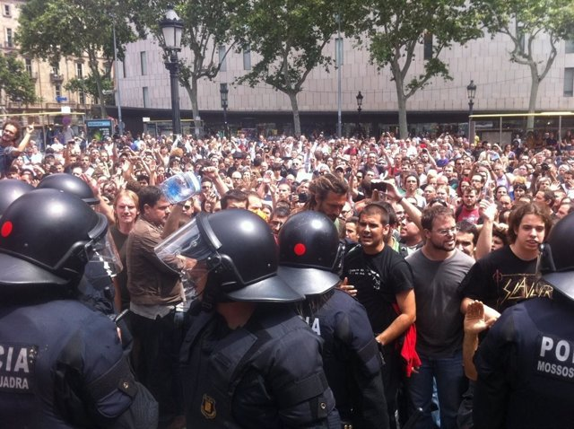 La Cifra De Heridos En Plaza Catalunya Alcanza Los 99