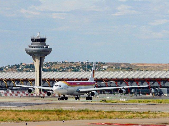 Avión de Iberia en la T4