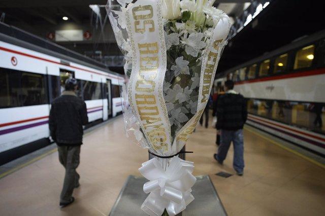 Recurso De La Estación De Atocha Con Un Ramo Por El 11-M