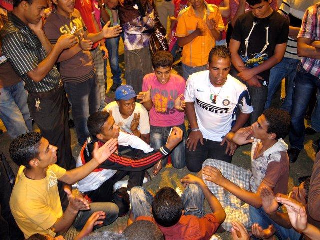 Egipcios Concentrados En La Plaza Tahrir De El Cairo.
