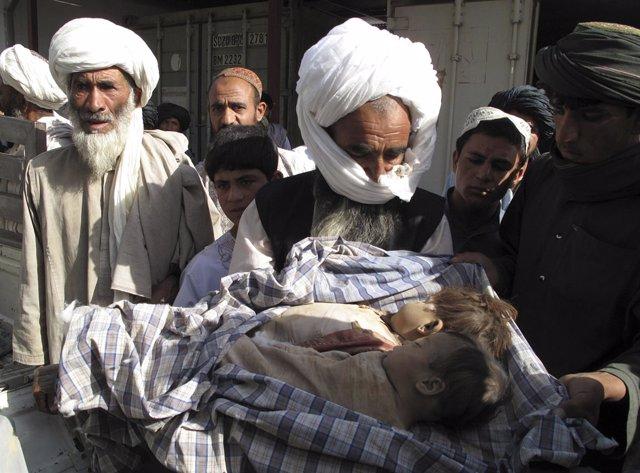 Víctimas Civiles Tras Un Bombardeo De La OTAN En Afganistán