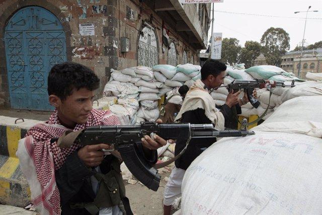 Milicianos Islamistas Combatiendo En Yemen