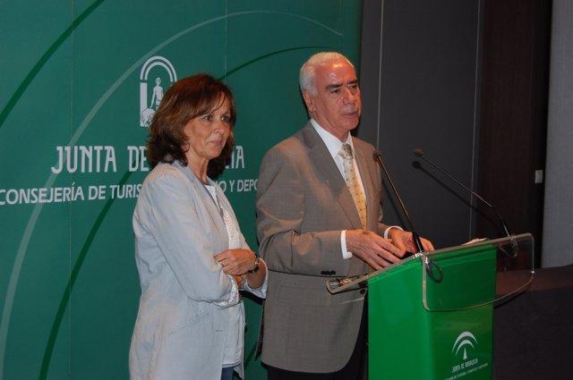 Consejero De Turismo, Luciano Alonso, Y Remedios Martel, Delegada De La Junta