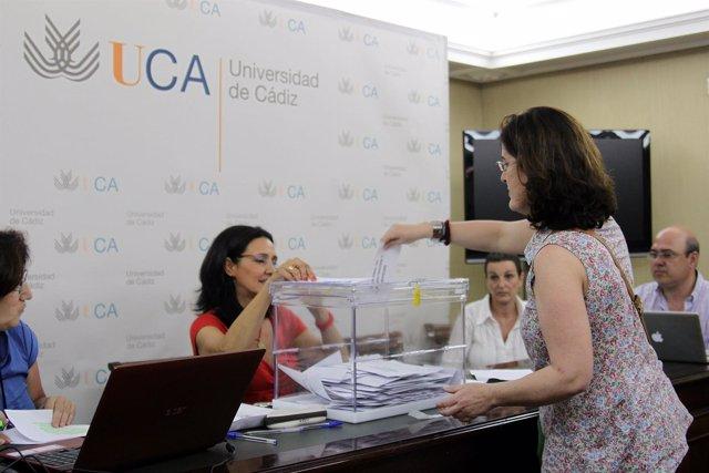 Mesa Electoral En Las Elecciones De La Universidad De Cádiz
