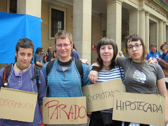 Un Grupo De Ciudadanas Protesta Contra Zaragoza 2016.