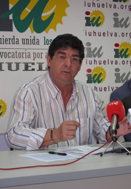 El Coordinador General De IULV-CA,  Diego Valderas, En Rueda De Prensa.