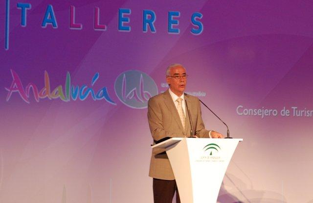 El Consejero De Turismo, Comercio Y Deporte, Luciano Alonso