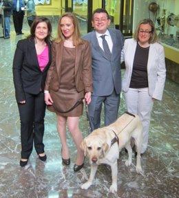 Matilde Gómez Y Yobanka Cuervo Junto A Más Representantes De La ONCE En Asturias