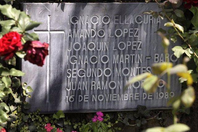 Tumba del sacerdote asesinado en El Salvador Ignacio Ellacuría