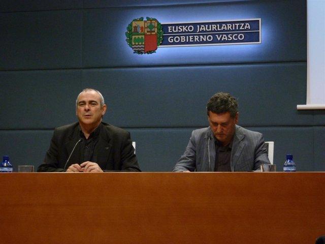 A La Izquierda, El Viceconsejero De Cultura, Antonio Rivera.