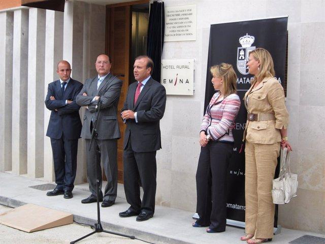 Mesquida (C) Durante La Inauguración Del Hotel Emina