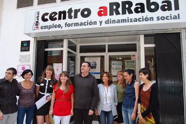 Martel, Durante Su Visita Al Centro De La Asociación Arrabal