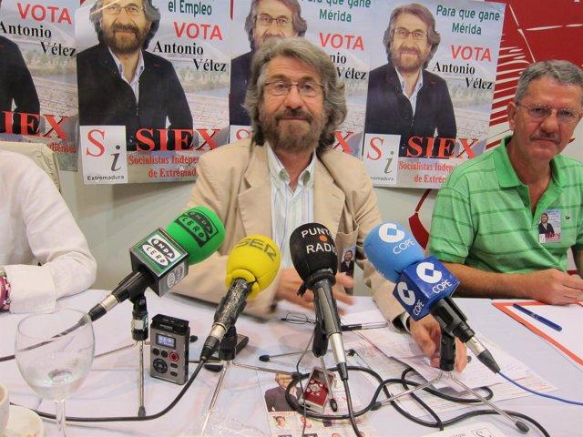 Antonio Vélez (SIEX) En Rueda De Prensa De Su Campaña Electoral