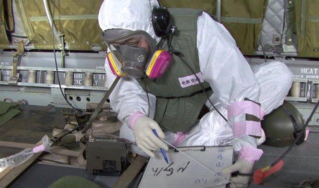 Trabajador En La Central Nuclear De Fukushima