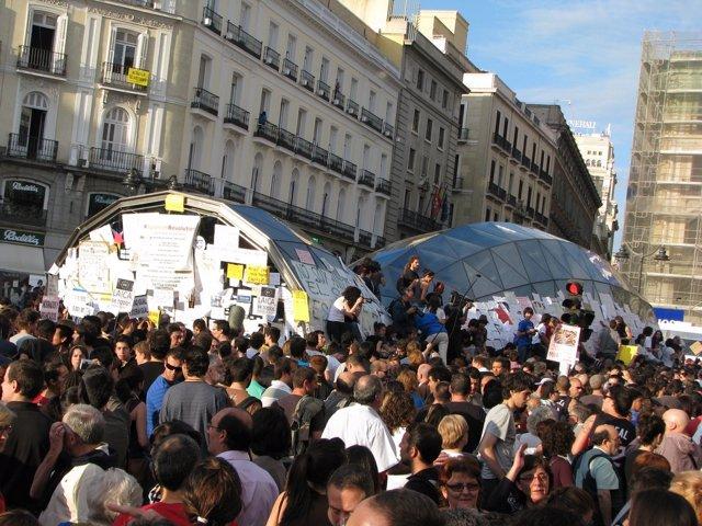 Movimiento 15M En La Puerta Del Sol