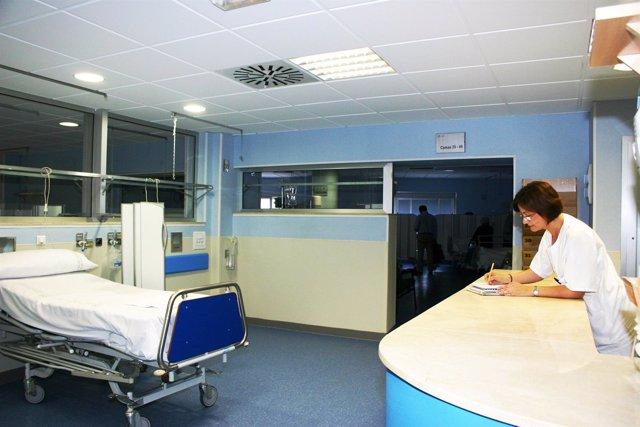 Sala De Observación De La Unidad De Cuidados Críticos Y Urgencias Del Macarena
