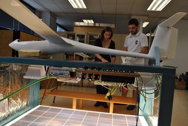 Prototipo De Avión Solar Construido Por Estudiantes De La UPC