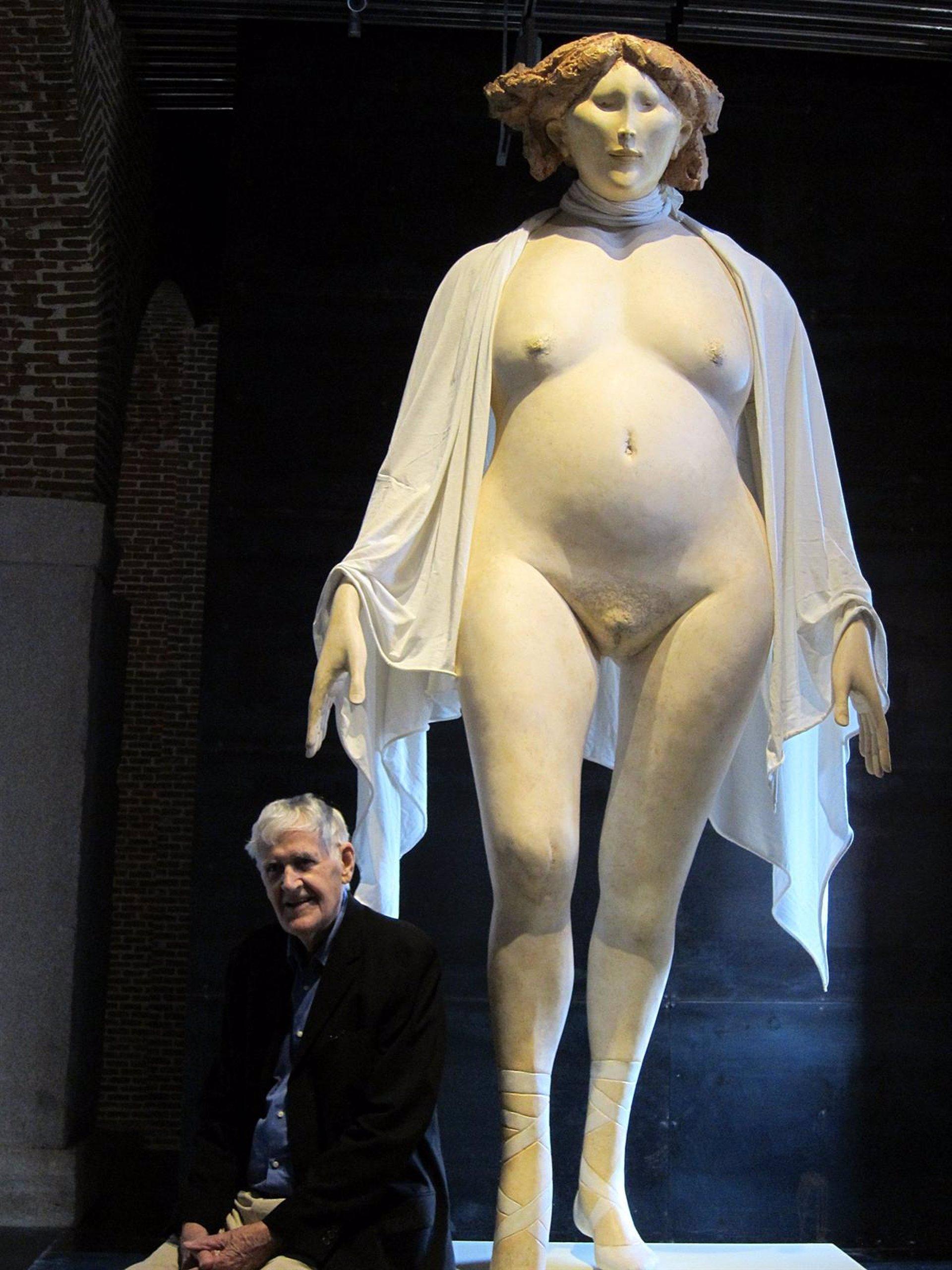 La escultura de Cornelis Zitman acerca a Madrid la anatomía indígena ...