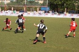 Niños Jugando Al Fútbol 7