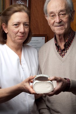 Rafel Y Paloma Báez, Con El Queso Monte Enebro.