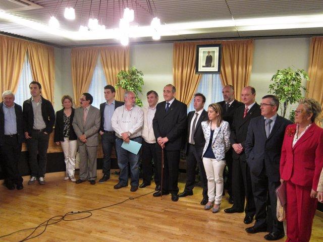 José Antonio Mendive, Con La Vara De Mando, Reelegido Alcalde De Barañáin.