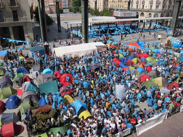 Los Acampados, Ante El Ayuntamiento De Zaragoza