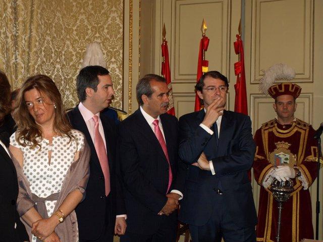 El Alcalde De Salamanca En Compañía De Compañeros De Corporación