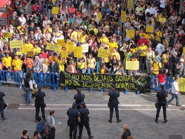 Concentración Del Movimiento 15M Ante El Ayuntamiento De Pamplona.