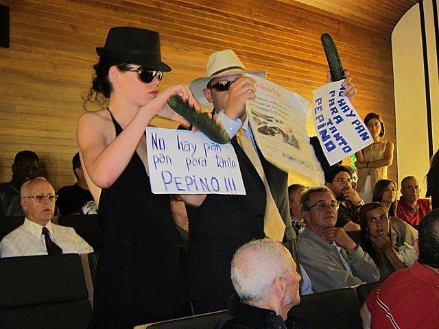 'Indignados' Protestan En El Pleno De Vigo