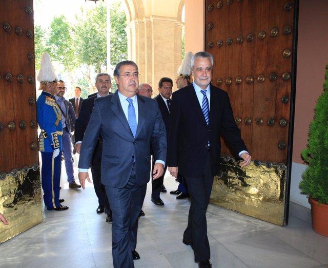 Zoido Y Griñán A La Entrada Del Ayuntamiento De Sevilla