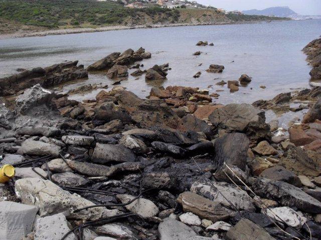 Cala Afectada Por El Vertido De Gibraltar