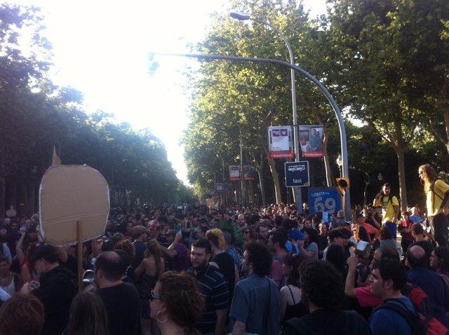 Concentración De 'Indignados' Frente A La Ciutadella