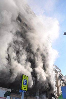 Incendio En La Calle Brasil En Cádiz