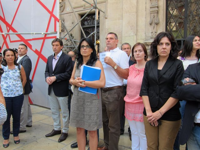 Mateu Isern Mira Como Un Indignado Le Critica
