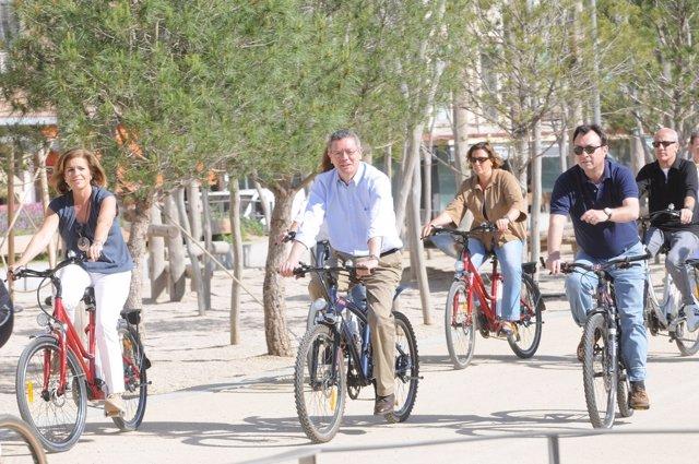 Gallardón Recorre Madrid Río En Bici