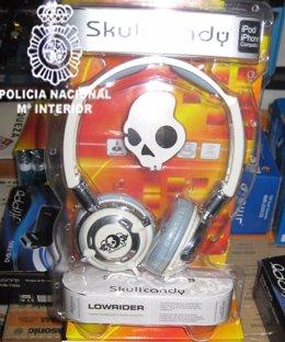 Detenidas Tres Personas Que Vendían Al Por Mayor  Accesorios De Telefonía Móvil