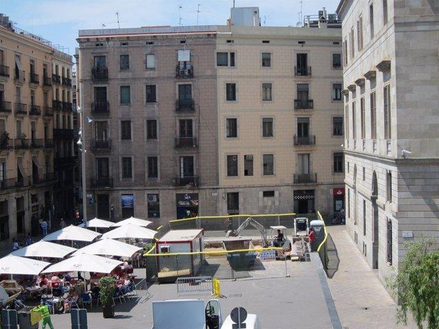 Obras Del Monumento De Los Castellers De Barcelona