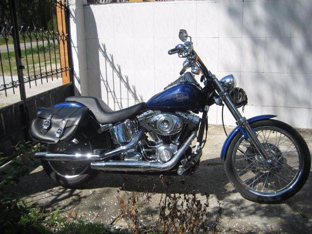 Motocicleta marca Harley Davidson