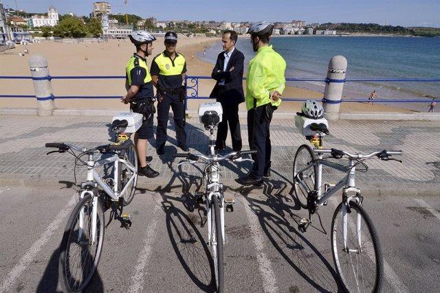 Policías Locales De Santander En Bicicleta