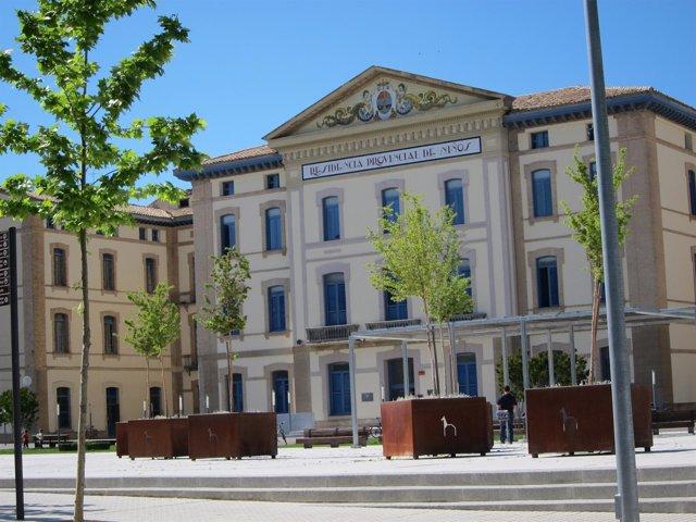 En Este Edificio Se Cursan Estudios De Empresariales