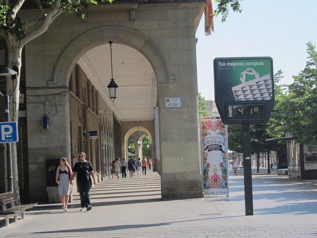 Los Termometros Han Llegado A Los 41 Grados En Zaragoza