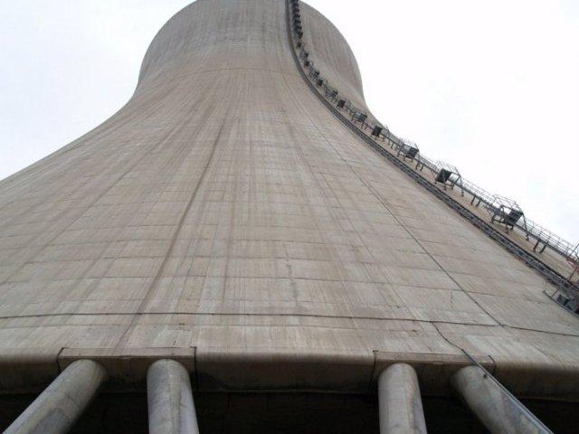 Torre De Refrigeración De La Central Nuclear De Ascó