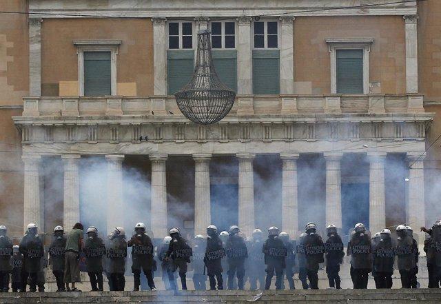 Altercados En El Parlamento De Grecia
