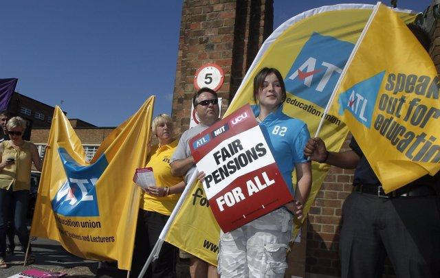 Huelga En Reino Unido Contra La Reforma De Las Pensiones
