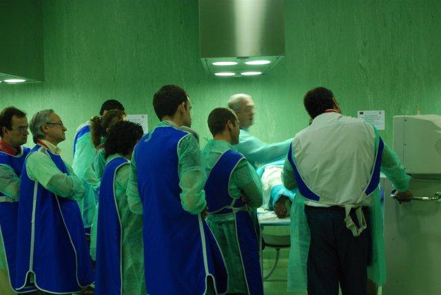 Médicos En Un Quirófano