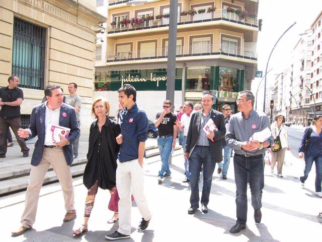 Rosa Díez En Un Paseo Con Candidatos Upyd En Murcia Por La Gran Vía