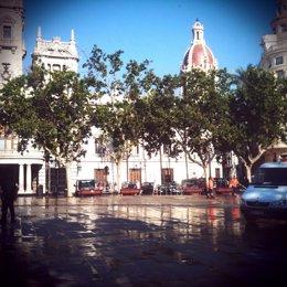 Plaza Del Ayuntamiento De Valencia Tras El Desalojo De Los Acampados